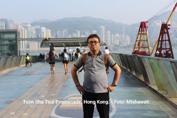 Suatu Siang di Tsim Sha Tsui Promenade